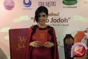 "Fira Basuki luncurkan ""Kitab Jodoh"""