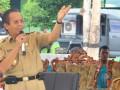 Gubernur Longki Djanggola saat memberikan pidato pada Apel Pemuda Sulawesi Tengah Bersatu 2017 di lapangan sepak bola Raksatama 711 Palu, Selasa (7/3), dalam rangka Gelar Bela Negara Tahun 2017. Apel ini diikuti 1.000 peserta apel dari berbagai lembaga terkit.(foto;humas)