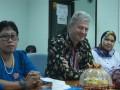 KUNJUNGAN KONSELOR AUSTRALIA - Konselor Kedutaan Besar Australia untuk Indonesia Bradley Armstrong saat berkunjung di Sulawesi Tengah dan diterima Asisten II Bidang Ekonomi Bunga Elim Somba di Kantor Gubernur, Rabu. Pertemuan ini membahas kondisi keamanan di Poso dan ekonomi Sulawesi Tengah.(humas)