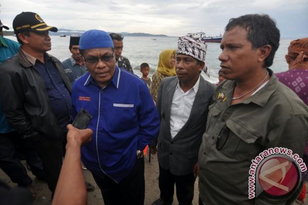Pemkab Donggala Serahkan 15 Unit Kapal Untuk Nelayan