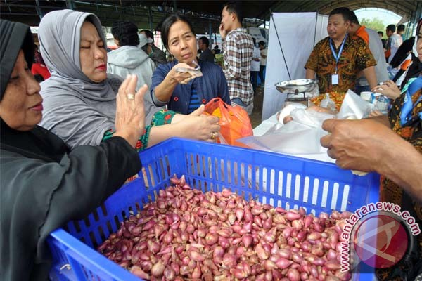 Gubernur Minta Warga Belanja di Pasar Murah