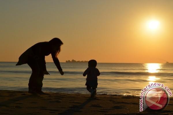 Studi: ada manfaat jadi ibu di usia lebih tua