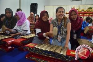 Mahasiswa seni Skotlandia sambut pengajar gamelan