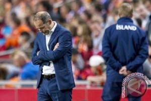 Belanda pecat pelatih Danny Blind