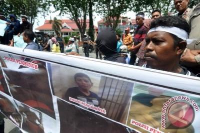 Demo Tahanan Tewas dan Pencopotan Kapolres Sigi