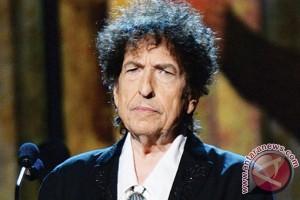 Bob Dylan akhirnya terima Hadiah Nobel