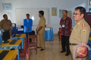 Gubernur TInjau Pelaksanaan UNBK Di Donggala