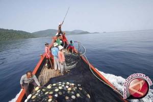Nelayan Palu Dapat Bantuan Alat Tangkap Ikan