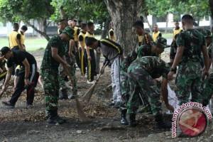 TNI-POLRI BERSIHKAN MASJID