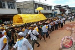 Ribuan warga hentar jenazah Raja Tolitoli H Moh. Anwar Bantilan ke pemakaman