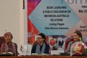 Dua Penulis Buku Australia Launching Buku di Palu