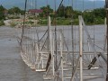 Jembatan gantung putus diterjang banjir di Desa Kalukubula, Kabupaten Sigi, Sulawesi Tengah, Kamis (8/6). Jembatan sepanjang 115 meter yang menghubungkan desa Kalukubula dan Tinggede dan masih dalam proses perampungan itu putus untuk yang kedua kalinya setelah sebelumnya juga putus pada 19 Februari 2017 lalu akibat lepasnya pengikat tali labrang penopang. Tidak ada korban jiwa dalam musibah tersebut. Antarasuletng.com/Basri Marzuki/17