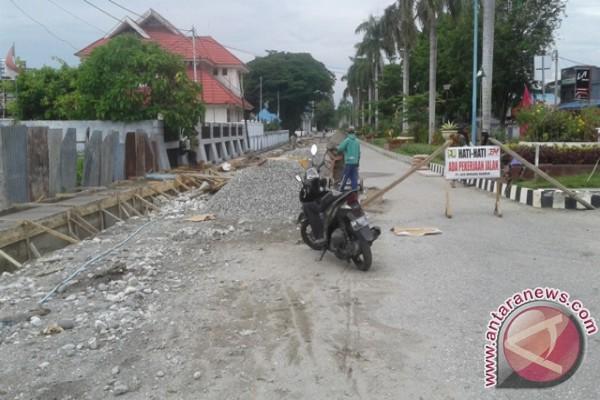 Pemkab Poso mulai benahi jalan dalam kota dan desa