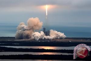 SpaceX luncurkan kargo gunakan pesawat