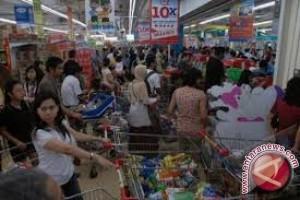 Warga Palu Jelang Lebaran Serbu Pusat Perbelanjaan