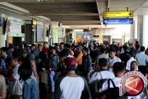 Penumpang Lion Air protes ditelantarkan di Palu