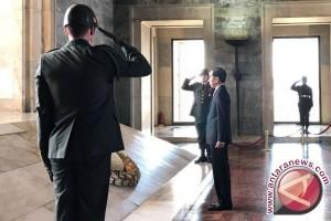 Jokowi letakkan karangan bunga di makam Ataturk