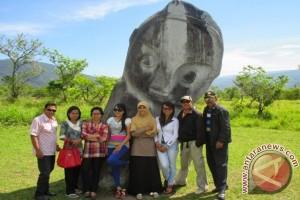 Tour de Central Celebes Usung Logo Patung Palindo