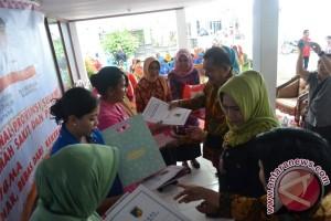 Pemprov Berikan 100 Paket Bantuan Ibu Melahirkan