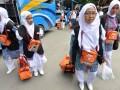 Sejumlah jamaah calon haji tiba di Asrama Haji Transit Palu, Sulawesi Tengah, Rabu (2/8). Tahun 2017, jamaah haji Sulawesi Tengah berjumlah 1.994 orang yang terbagi dalam lima kloter dan diberangkatkan secara bertahap menuju embarkasi Balikpapan dan selanjutnya bertolak ke tanah suci.(ANTARASulteng/Mohamad Hamzah).