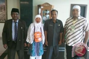 Siti Naisah Simbolon jadi warga Samosir pertama yang berhaji
