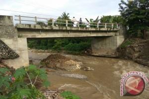 Warga Minta Pemerintah Tata Alur Sungai Pombewe