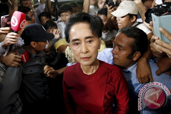 Dunia terus menekan Aung San Suu Kyi
