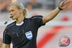 teinhaus wanita wasit pertama di Liga Jerman