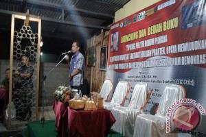 Ketua KPU Sulteng Luncurkan Buku Politik Pilkada