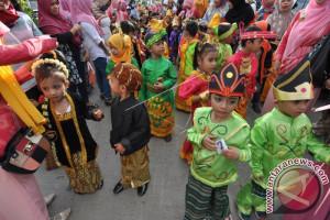 Hujan mengguyur, pembukaan Festival Pesona Palu Nomoni tetap meriah