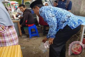 Wali Kota Pungut Sampah