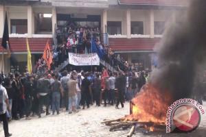 Mahasiswa Unsimar Demo Tuntut Transpransi
