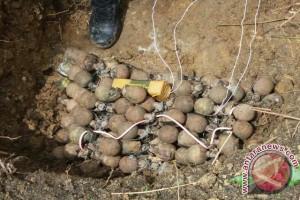 Denpal Palu musnahkan 525 butir granat Korea