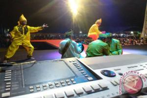 Festival Lipuku Di Ampana Sedot Ribuan Engunjung