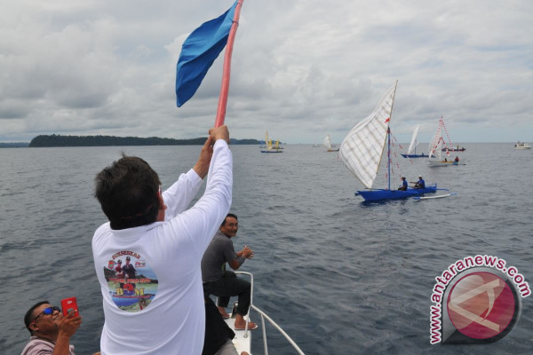 Hasil gambar untuk tdcc lomba perahu di ampana