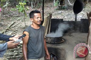 Warga Desa Tuva Tambahan Penghasilan Gula Merah