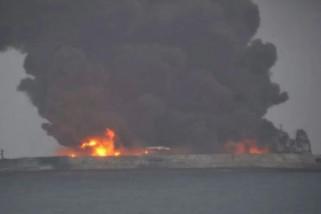 Kapal armada Pasisfik Rusia terbakar