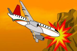 Pesawat menabrak gunung, 12 tewas