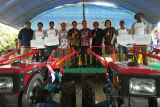 Pertamina bantu traktor tangan petani Banggai