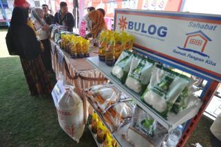Bulog jual  tiga ton beras di pasar murah