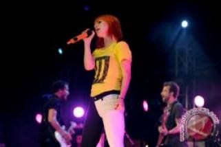 Paramore menyesal tunda konser di Indonesia
