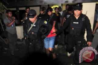 Densus tangkap dua terduga teroris di Karanganyar