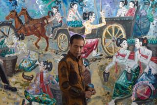 Presiden Jokowi tertarik lukisan di Kantor Kementerian Setneg