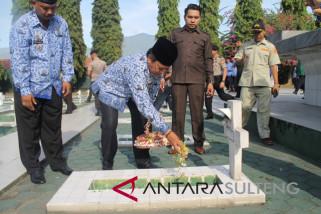 Gubernur pimpin upacara ziarah di TMP Palu