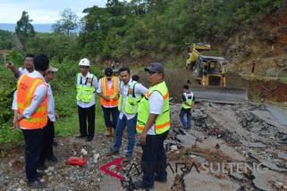 Longsor jalan Trans Sulawesi Bungku-Kendari tuntas dalam sepekan (vidio)