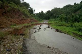 Trans Sulawesi Sulteng-Sultra putus akibat longsor