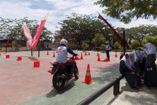 Honda edukasi keselamatan berkendara di SMA 4 Palu