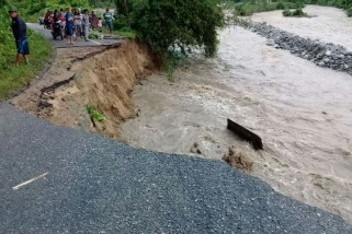 Road from Palu to Kulawi washed away