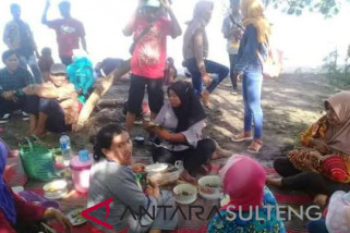 Families visit tourism destinations to spend `ketupat eid` holiday