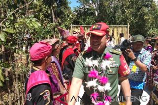 Tim Sergap TNI panen raya padi organik di pedalaman Poso (vidio)